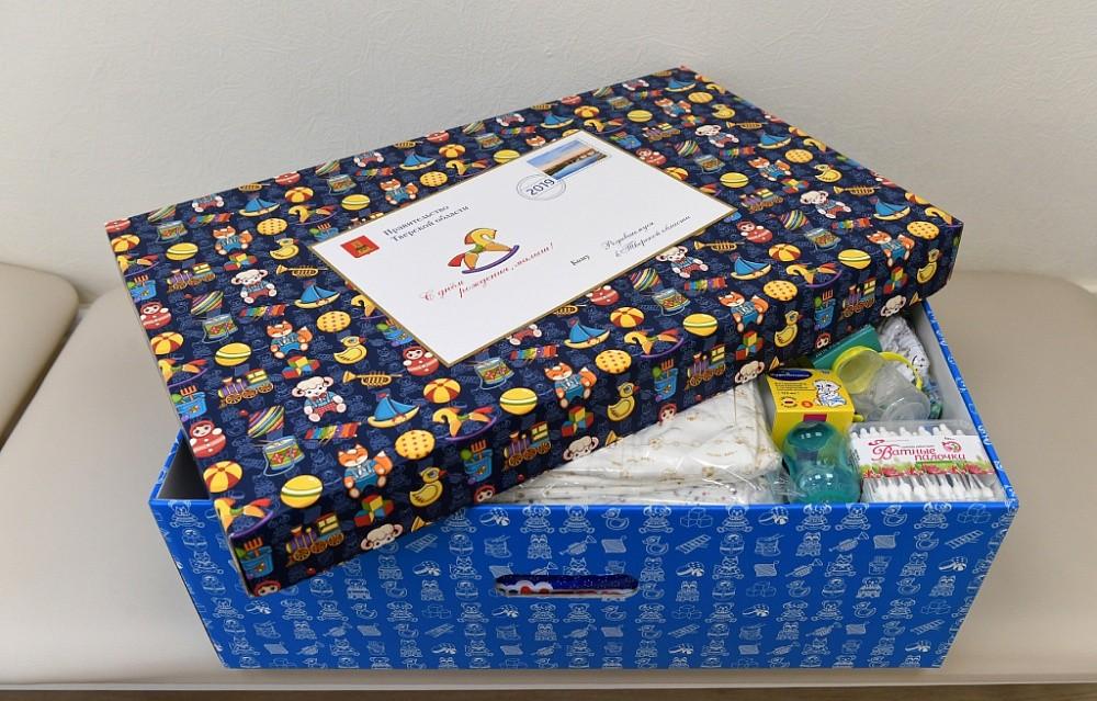 Более 1250 семей тверского региона получили подарок для новорождённых