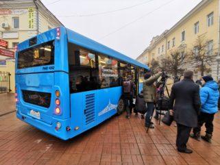 Прохожие пешеходной улицы увидели новый «Транспорт Верхневолжья»