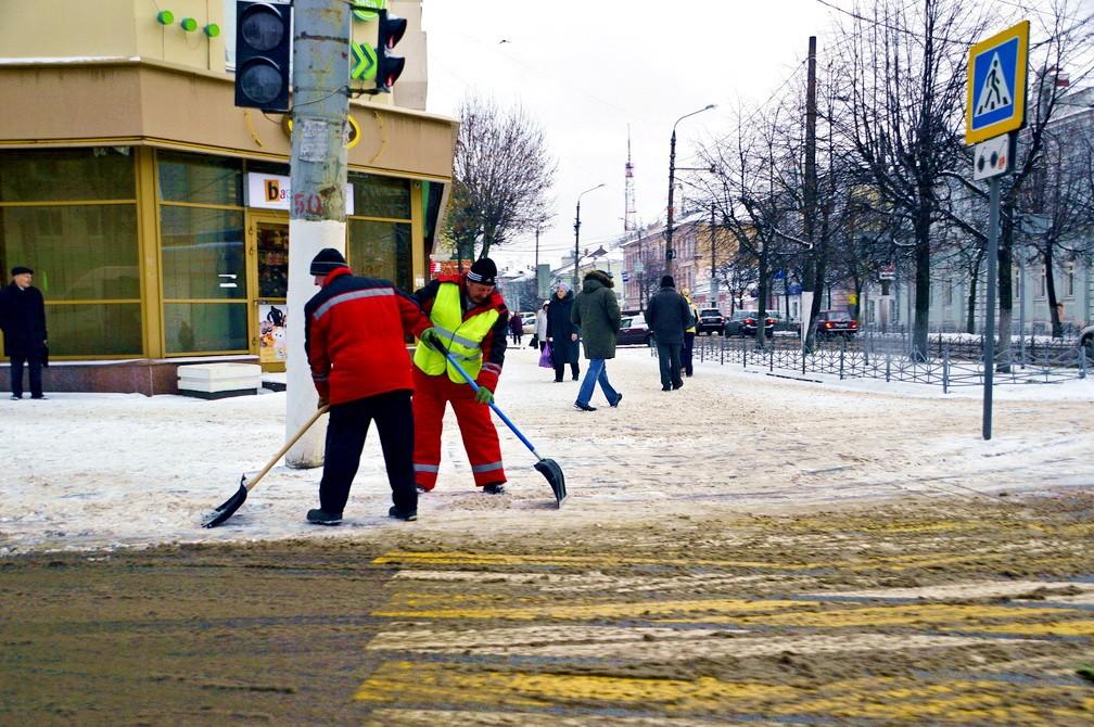 В праздники улицы Твери убирают круглосуточно