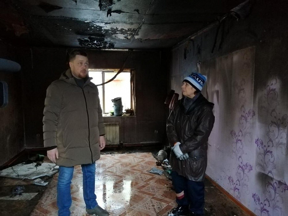 В Ржеве члены партии «Единая Россия» посетили погорельцев
