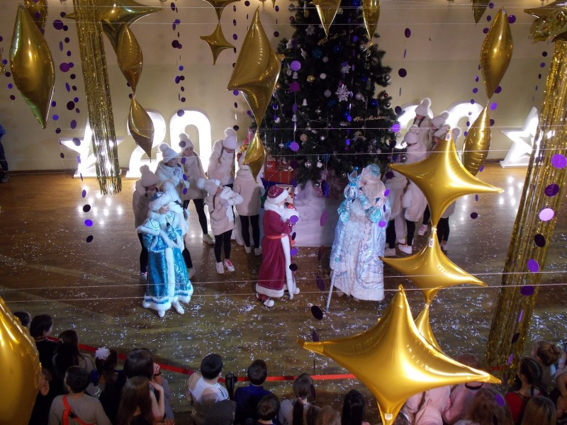 В Тверской области «Полицейский Дед Мороз» поздравил многодетные семьи
