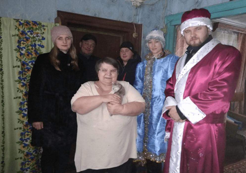 В Жарковском районе одинокие пожилые люди получили новогодние подарки