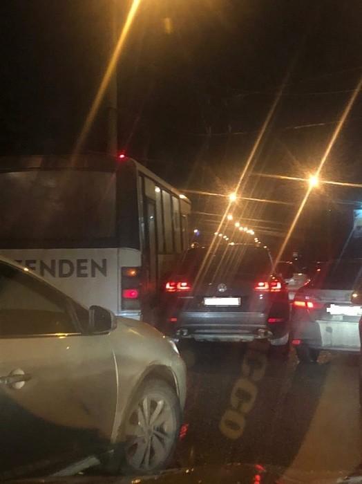 В Твери на Южном мосту произошла авария