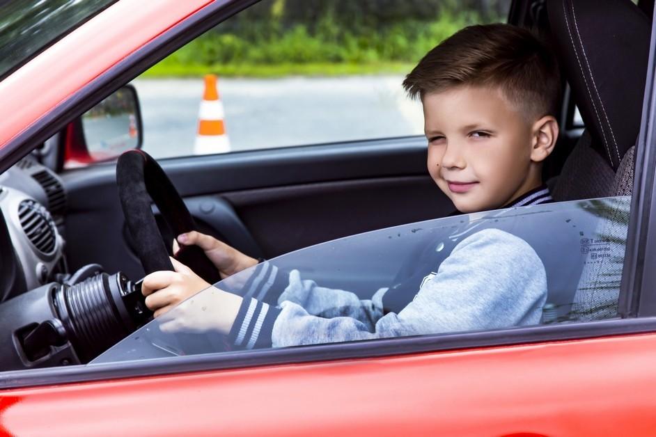 В Тверской области дети пытались угнать автомобиль