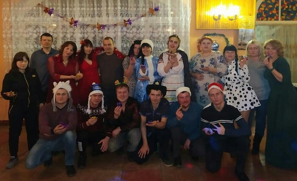 Поисковиков в Тверской области поздравили дети