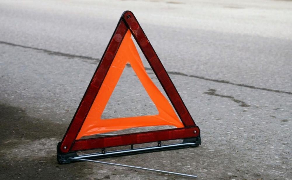 В Твери автоледи по необъяснимым причинам врезалась в опору ЛЭП