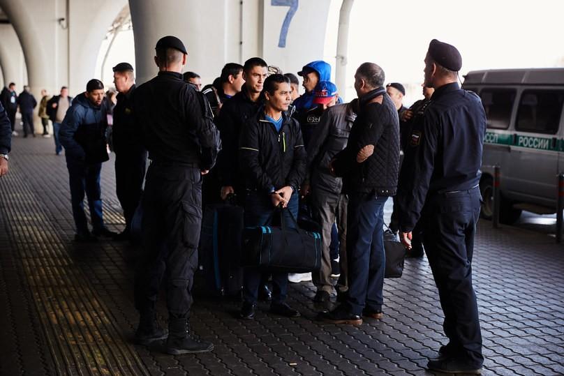 Тверские приставы выдворили 437 нелегальных мигрантов