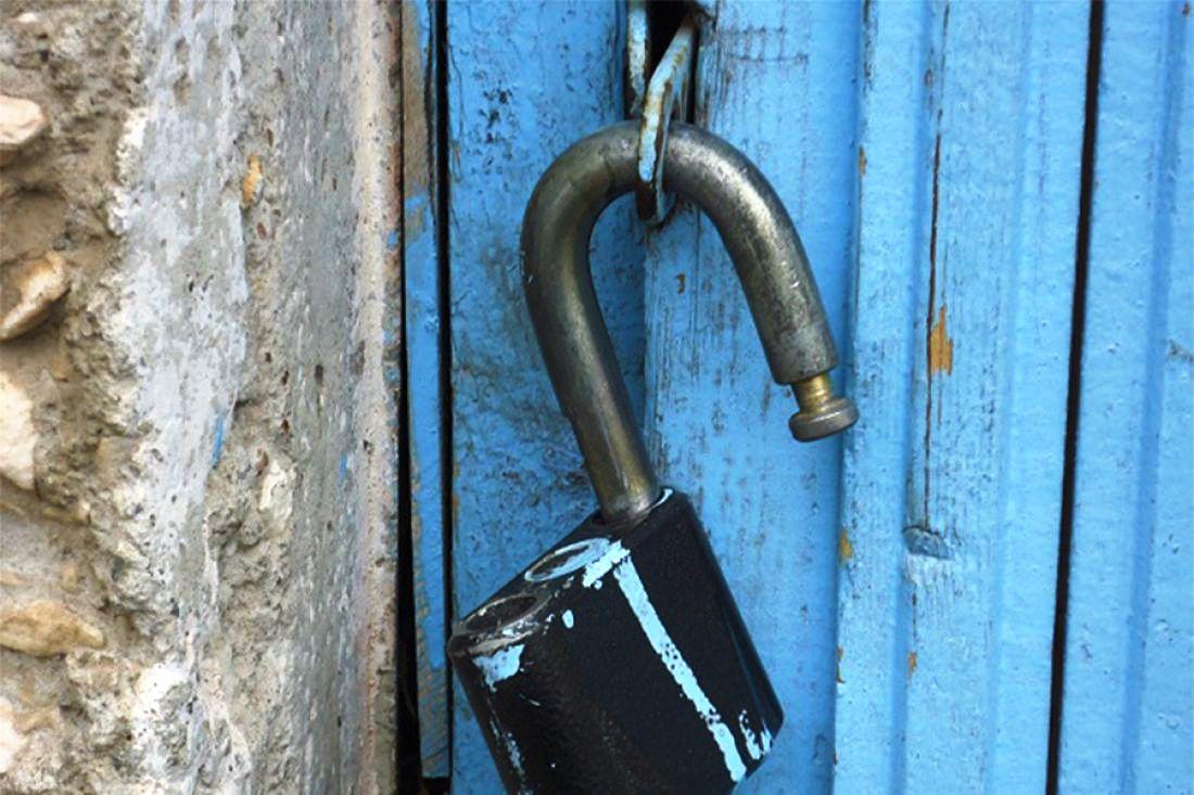 Рецидивист и молодой парень устроили погром в одном из домов Конаковского района