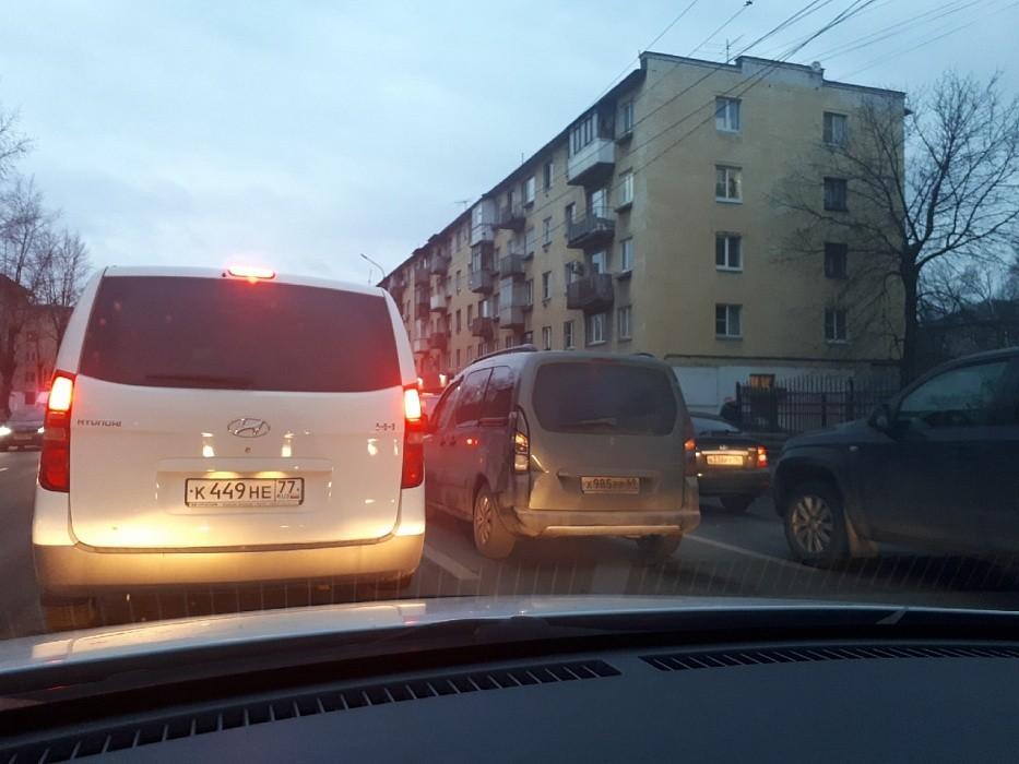 В Твери из-за двух ДТП стоит Волоколамский проспект