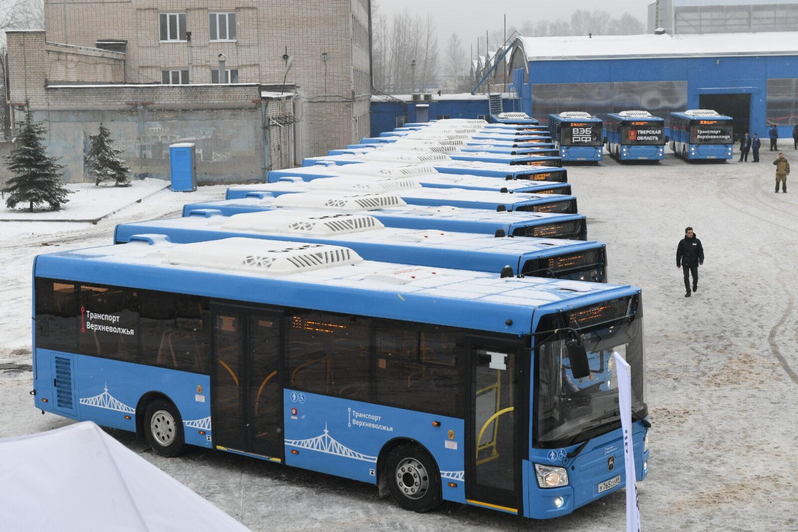 Губернатору показали новые тверские автобусы, готовые к выходу на маршруты