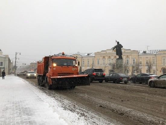 В Твери ликвидируют последствия внезапно выпавшего январского снега