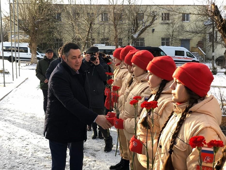Игорь Руденя возложил цветы к монументу работникам Савеловского завода в Кимрах