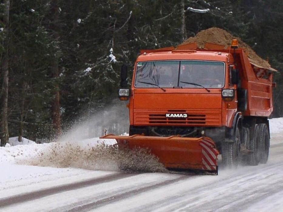 В Тверской области 266 единиц спецтехники расчищают дороги от снега