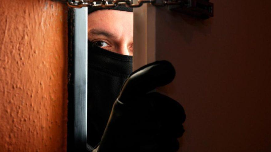 В Тверской области злоумышленник вскрыл квартиру, чтобы забрать электроинструмент