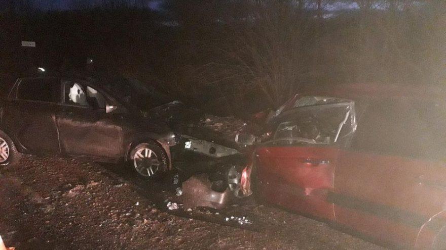 В Лихославльском районе произошло лобовое столкновение двух автомобилей – один человек погиб