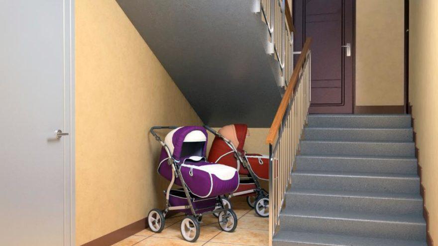 В Твери у мужчины украли детскую коляску