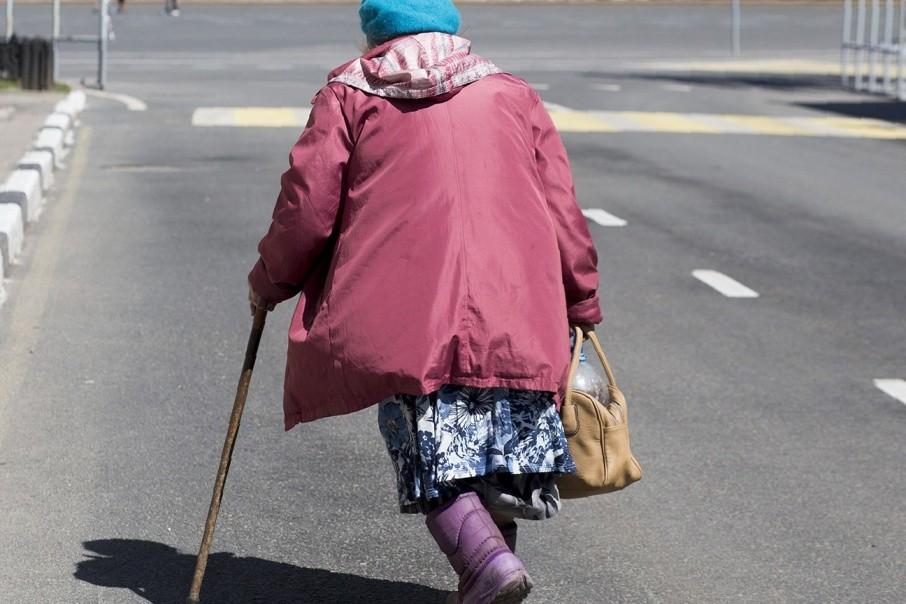 Пожилую женщину в Твери протащила за собой маршрутка