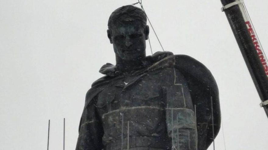 На центральной фигуре солдата Ржевского мемориала установили голову