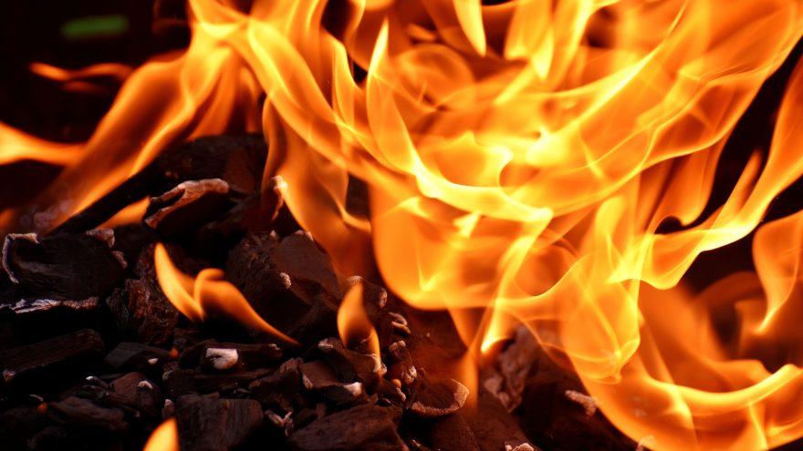 В полностью сгоревшем дачном доме в Тверской области спасатели обнаружили тело