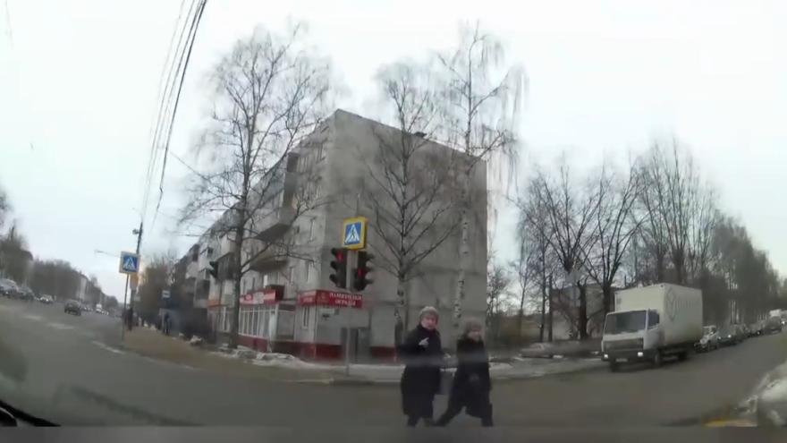 Запрещающий сигнал светофора не смутил тверских пешеходов
