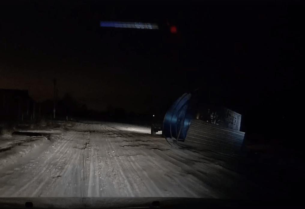 В Тверской области на камеру видеорегистратора попала передвижная автобусная остановка