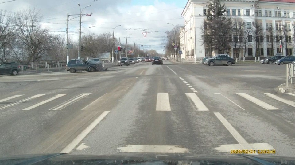 Появилось видео момента аварии на съезде со Старого моста в Твери