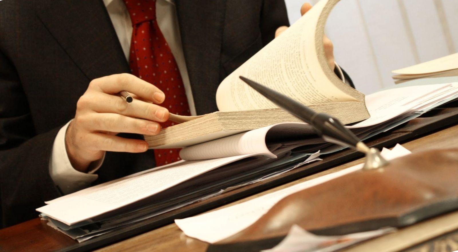 В Твери юридическая фирма пыталась нажиться на пенсионере