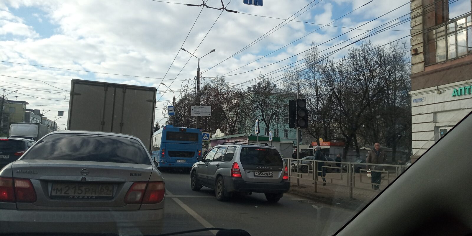 В Твери на оживленном перекрестке отключился светофор