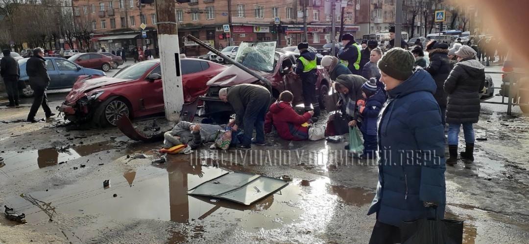 """В Твери оказывают помощь пострадавшим на """"Волоколамке"""" пешеходам"""