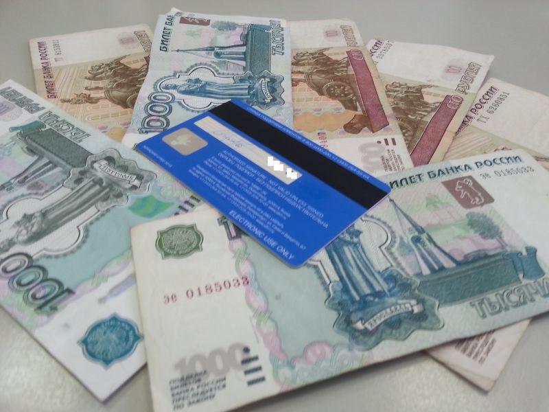 Житель Ржева списал деньги с чужой карты