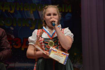 Тверская школьница едва не заставила Полину Гагарину съесть свой блокнот