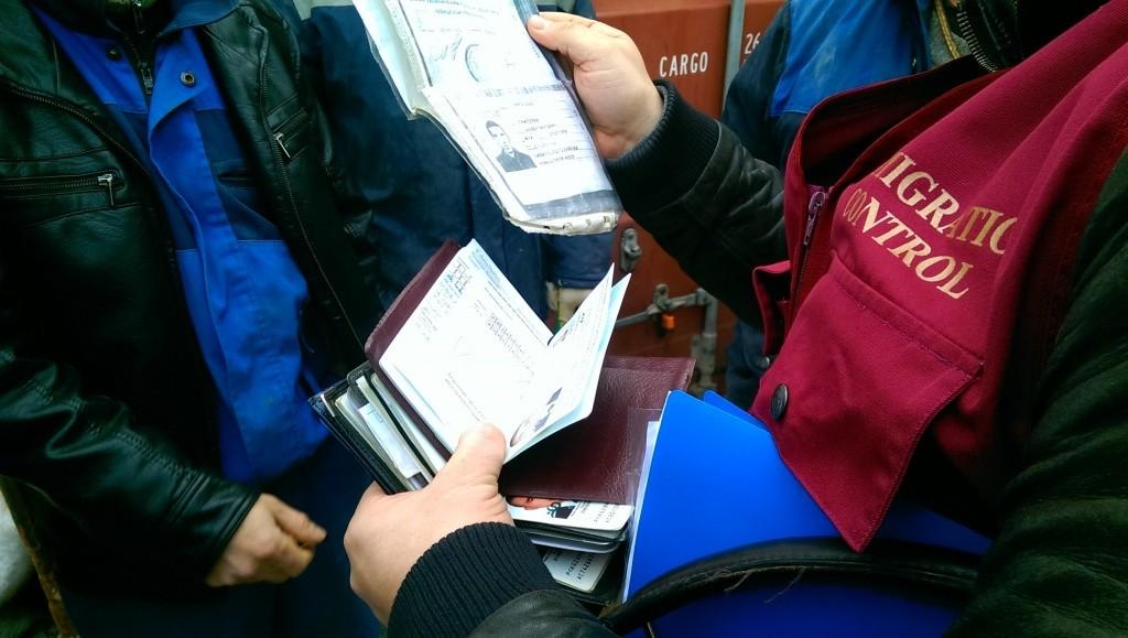В Твери судят преступную группу за незаконную прописку 356 мигрантов