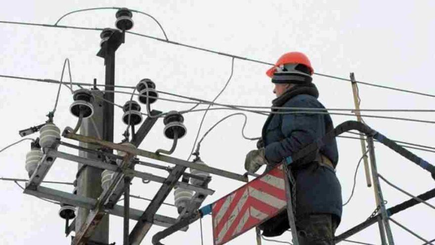 В Тверской области энергетики продолжают решать проблемы со светом