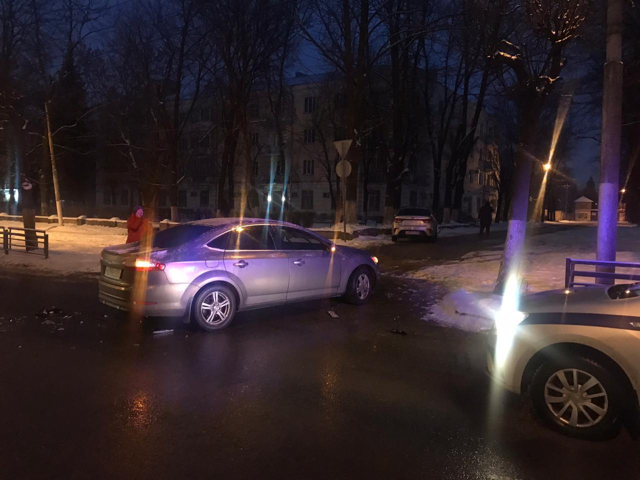 В двойном ДТП в Твери пострадали оба водителя