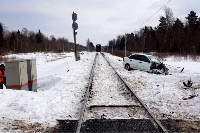 Тверские водители почти на 4 часа задержали поезда