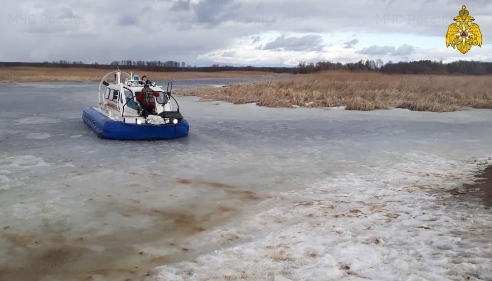 В Тверской области сотрудники МЧС спасли из Волги тонущего мужчину