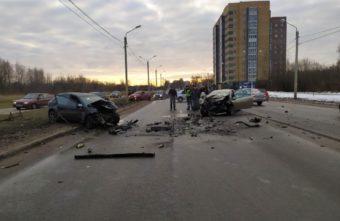 В серьезном ДТП в Твери один водитель погиб, а второй тяжело ранен