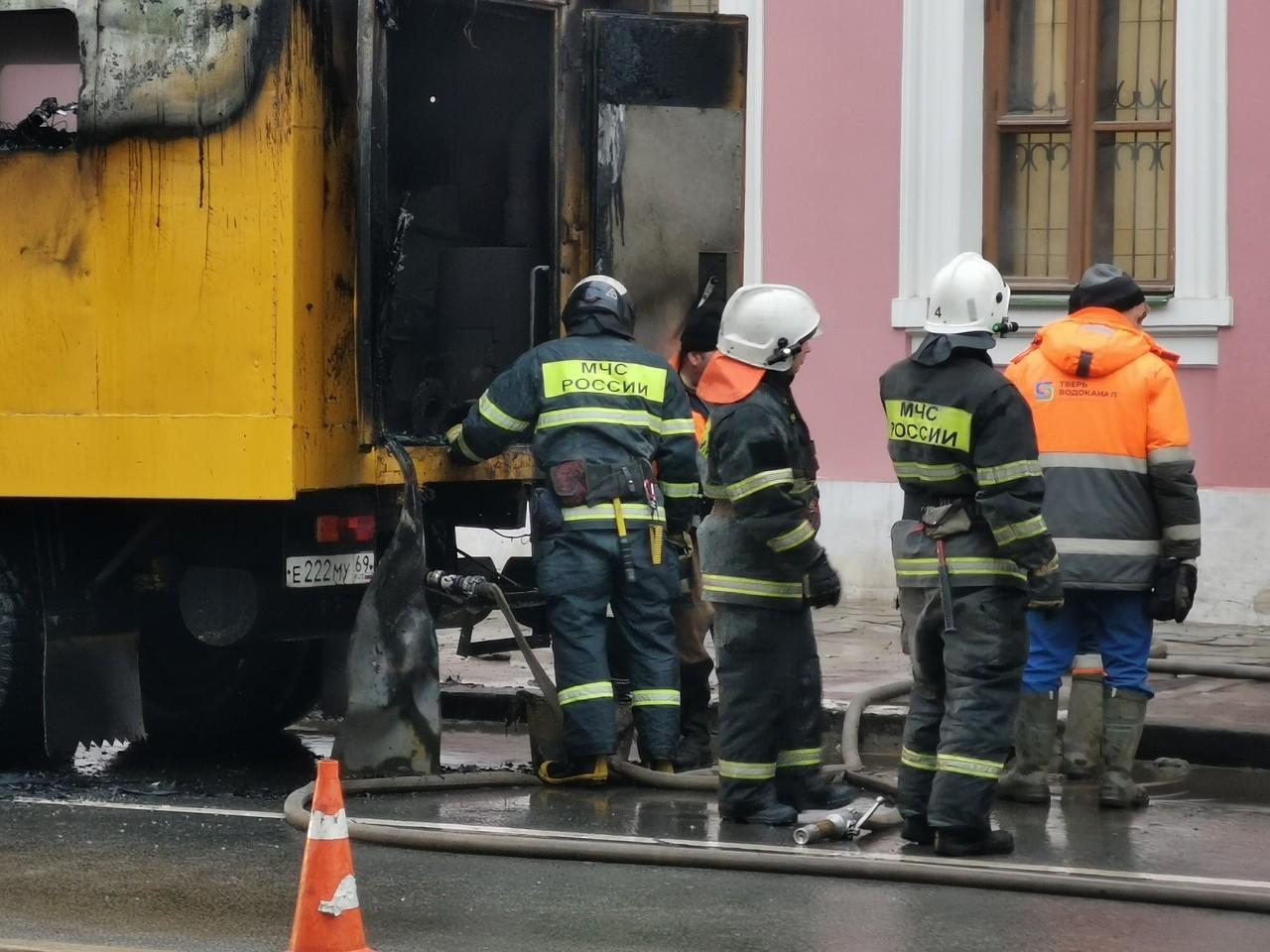 В Твери искали и нашли водителя-героя с огнетушителем