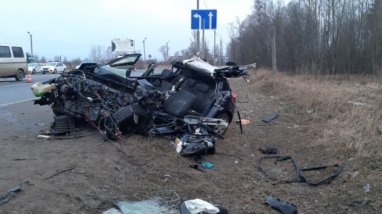 Появились подробности столкновения иномарки с автобусом в Тверской области