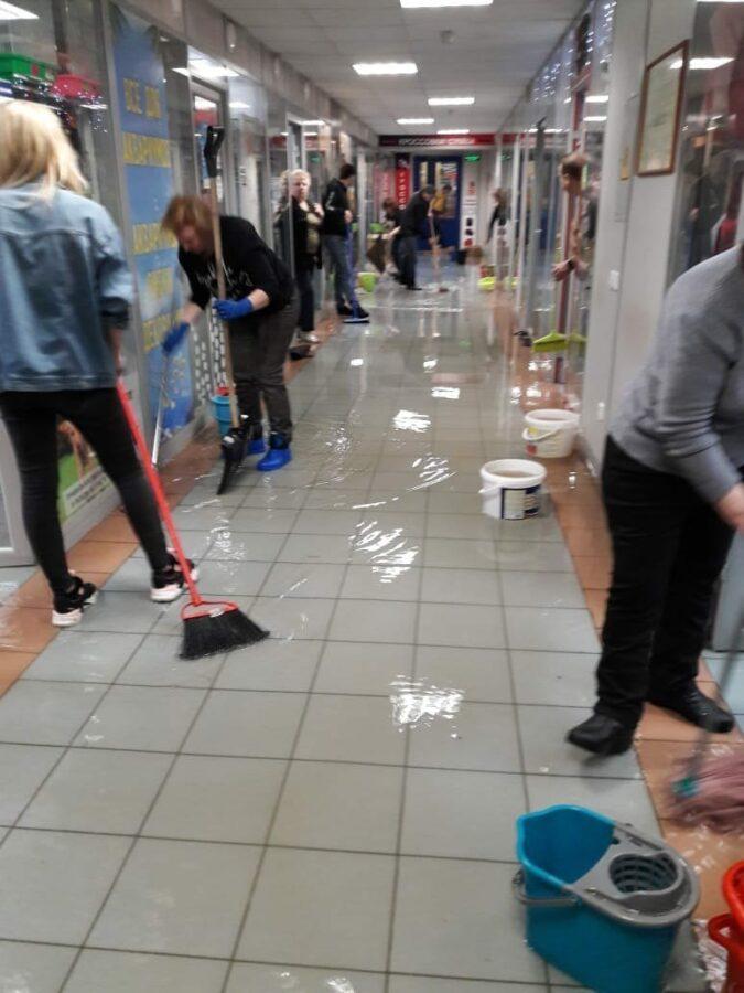 В тверском торговом центре затопило цокольный этаж