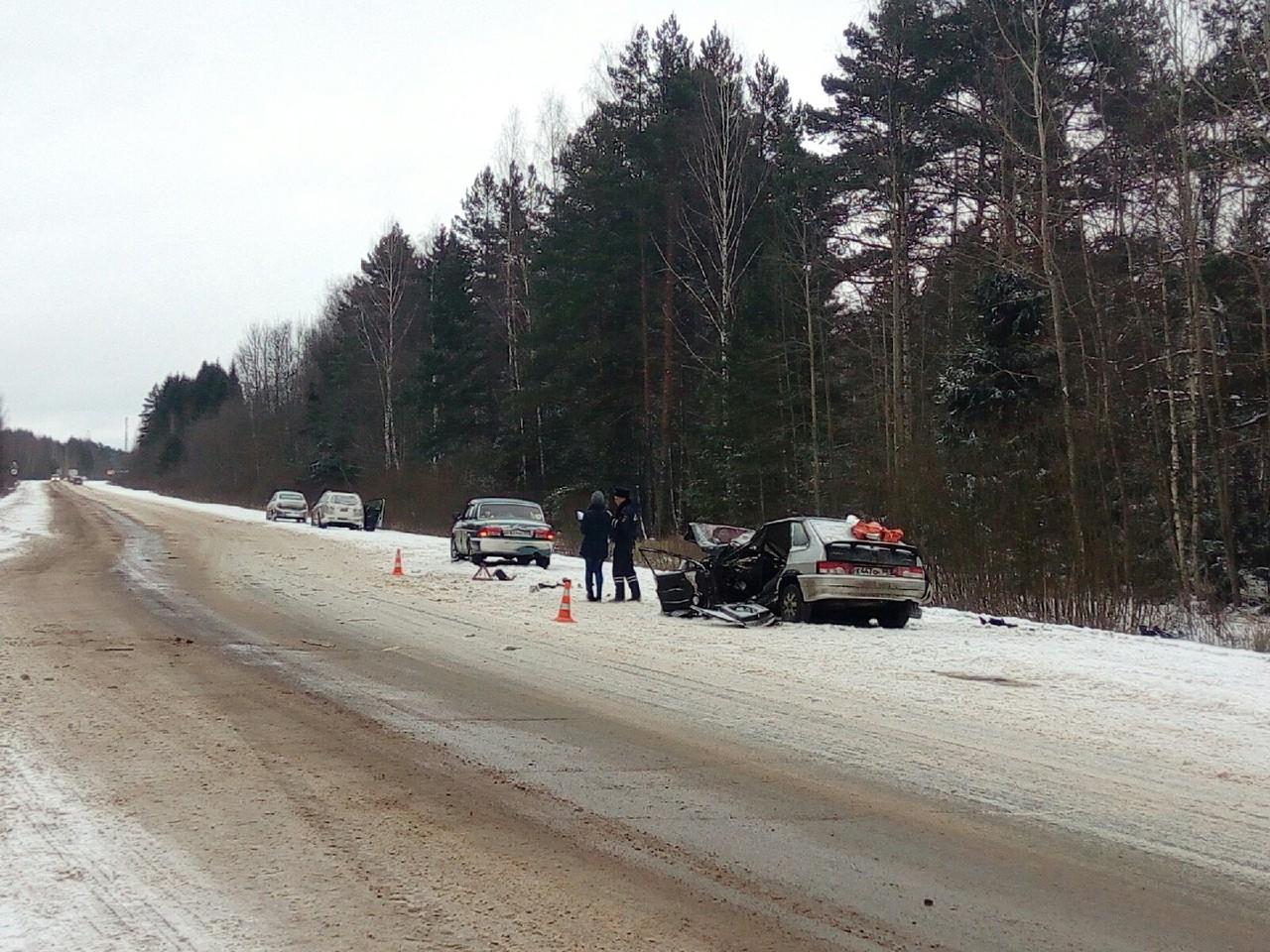 Опубликованы фото с места аварии в Калининском районе