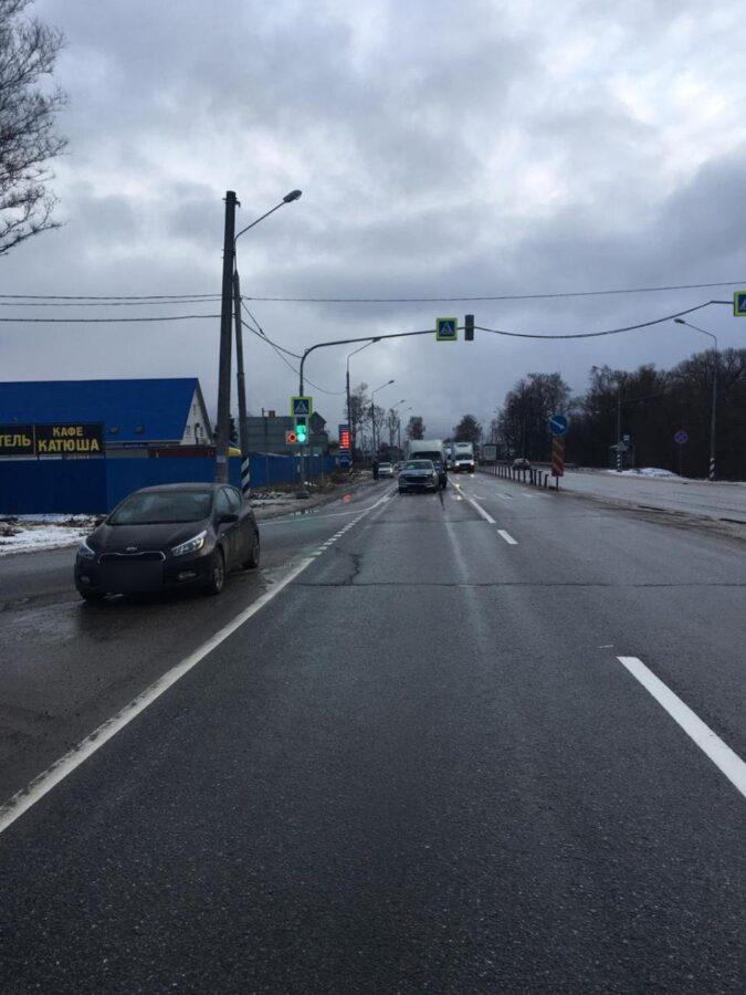 Водитель Мазды пострадал в тройном ДТП в Тверской области
