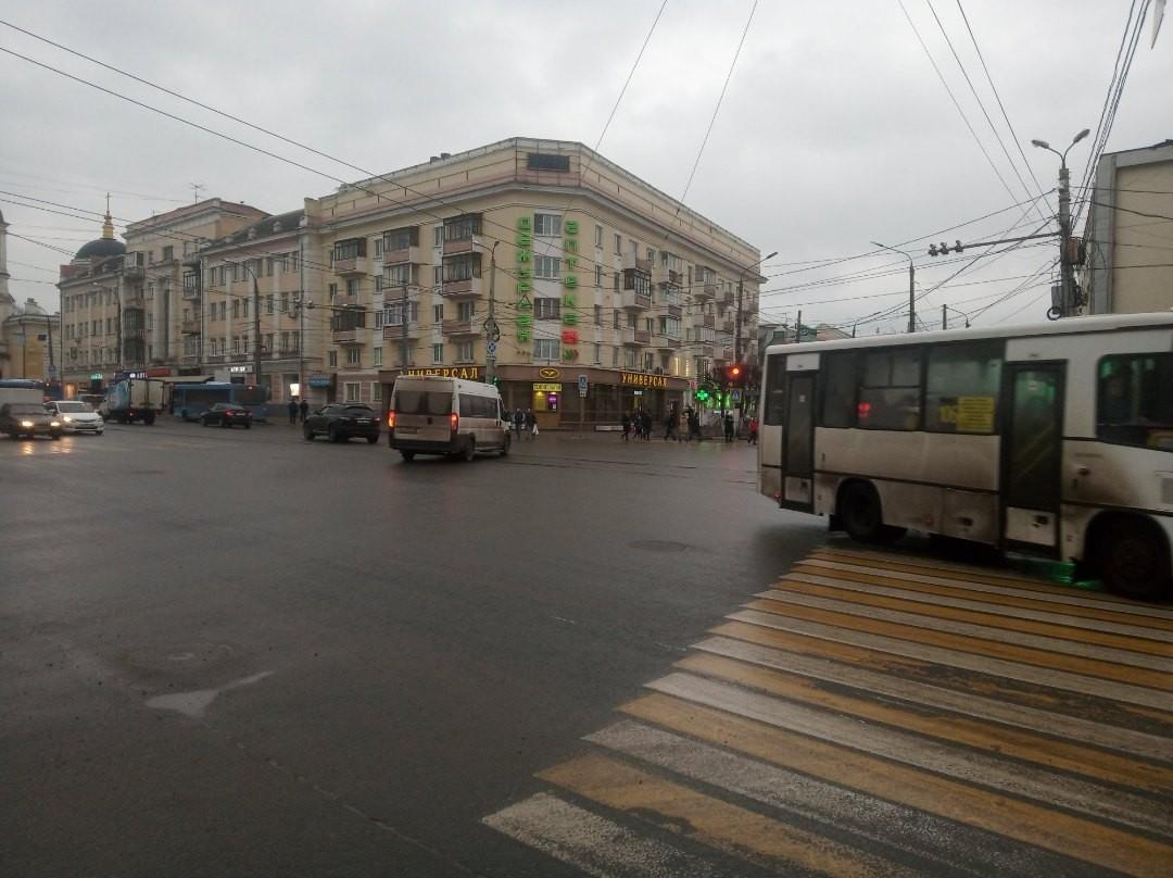 В центре Твери светофор горит для водителей всего несколько секунд