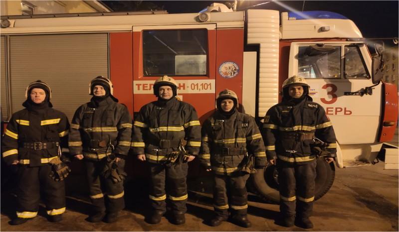 Сотрудники МЧС спасли мужчину из горящей квартиры в Твери