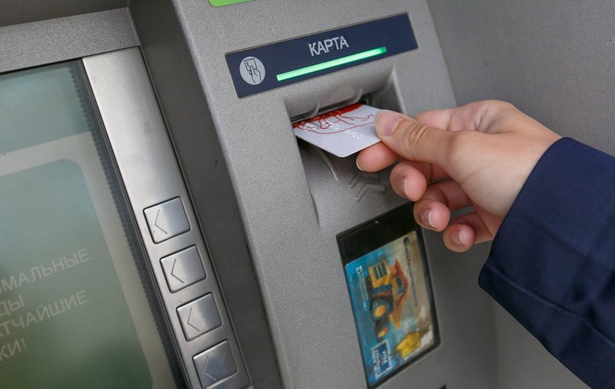 Житель Тверской области отдал банковскую карту злоумышленнику и сообщил ПИН-код