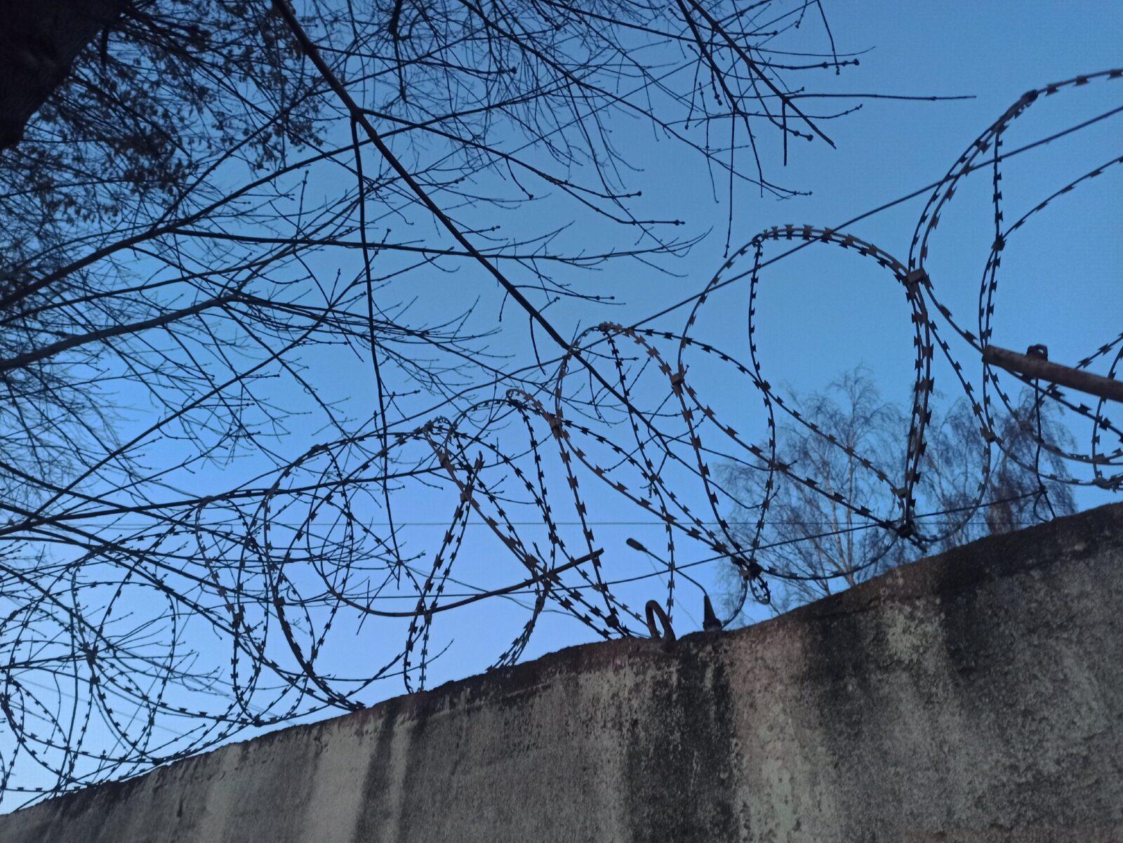 Осужденного в Тверской области заставляли убираться