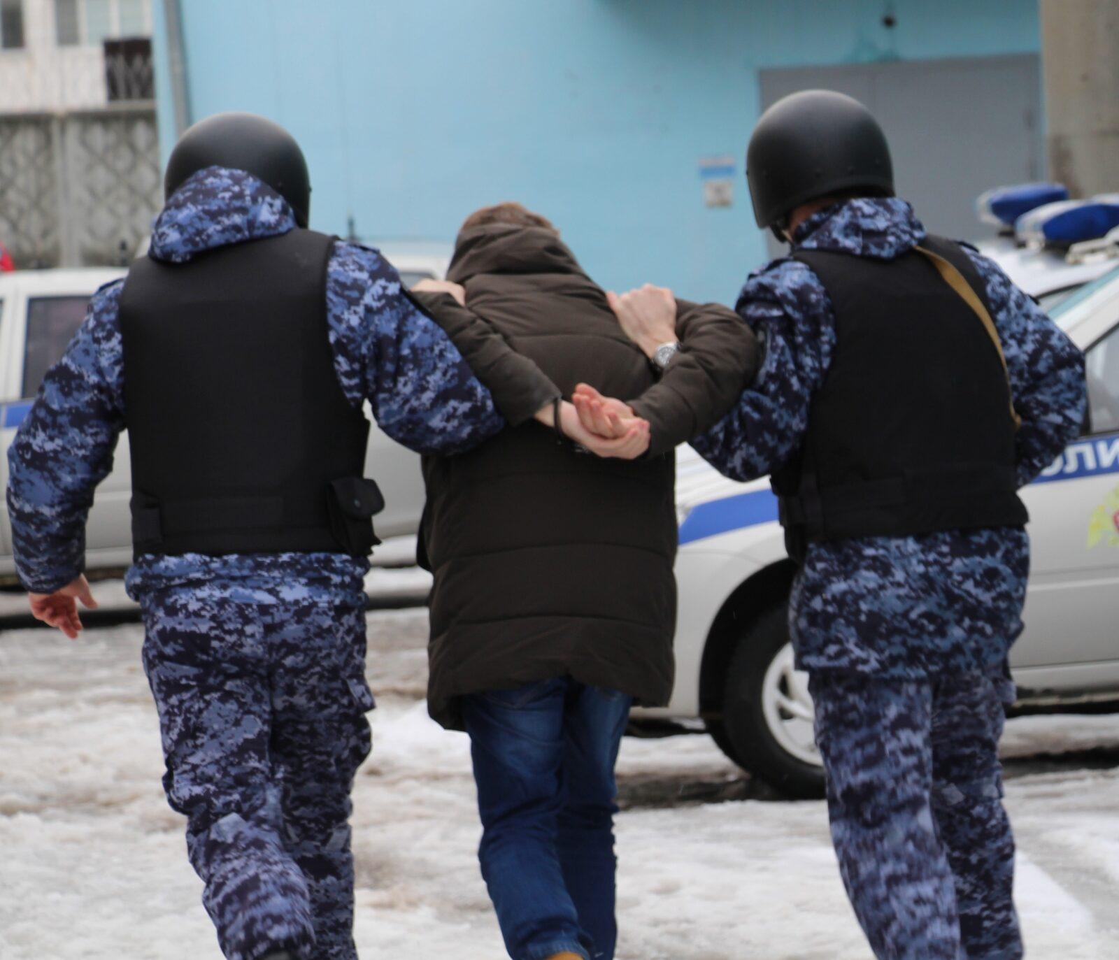 Подъездные разборки в Тверской области закончились ножевым ранением