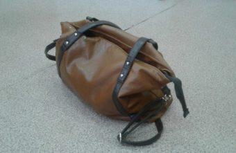 В Твери мужчина украл сумку, а потом вернул ее