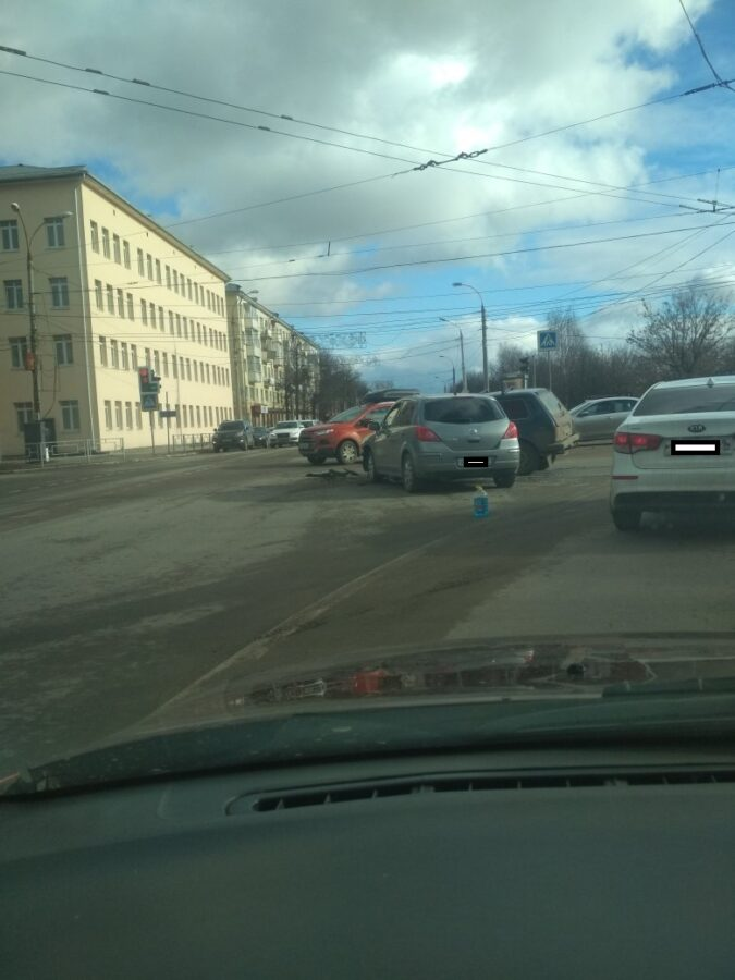 В Твери собирается пробка из-за ДТП на съезде со Староволжского моста
