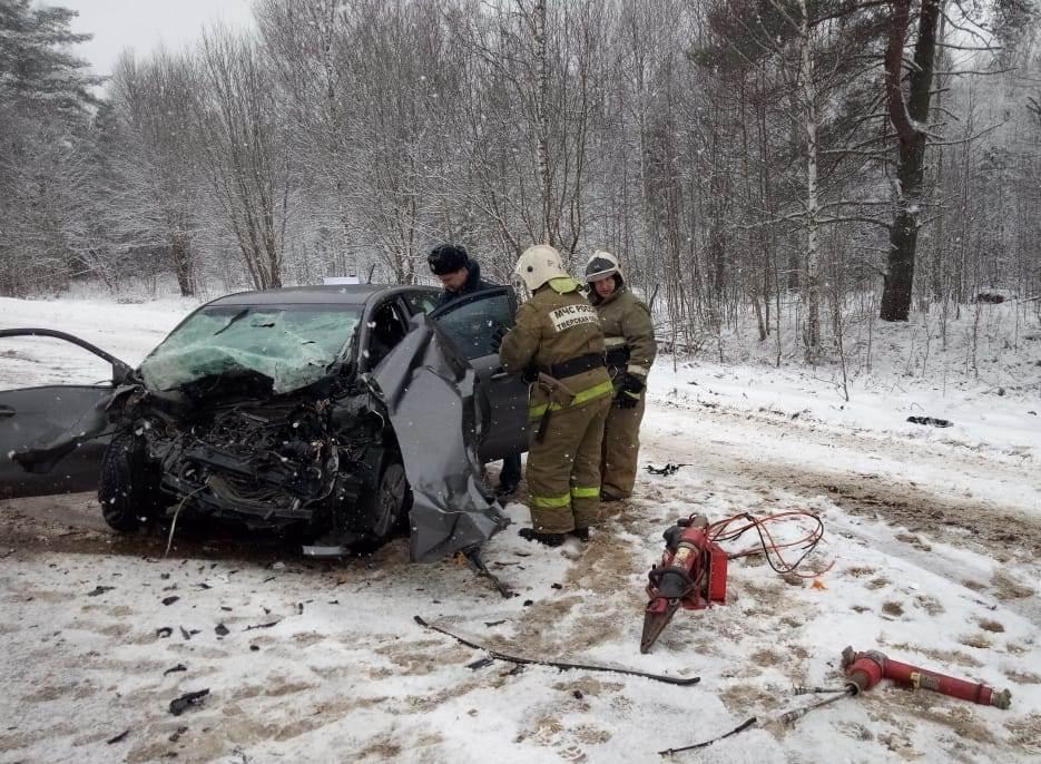 В Тверской области произошло лобовое столкновение двух автомобилей